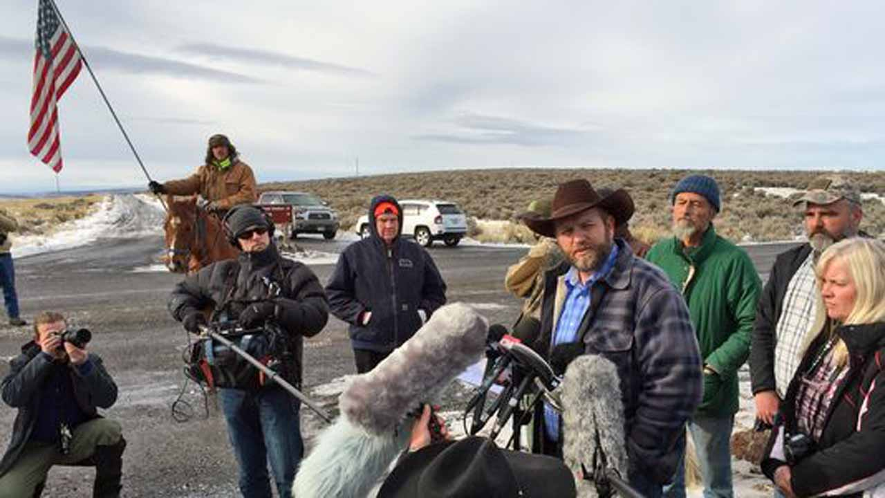 As Oregon standoff goes on, residents seek calm