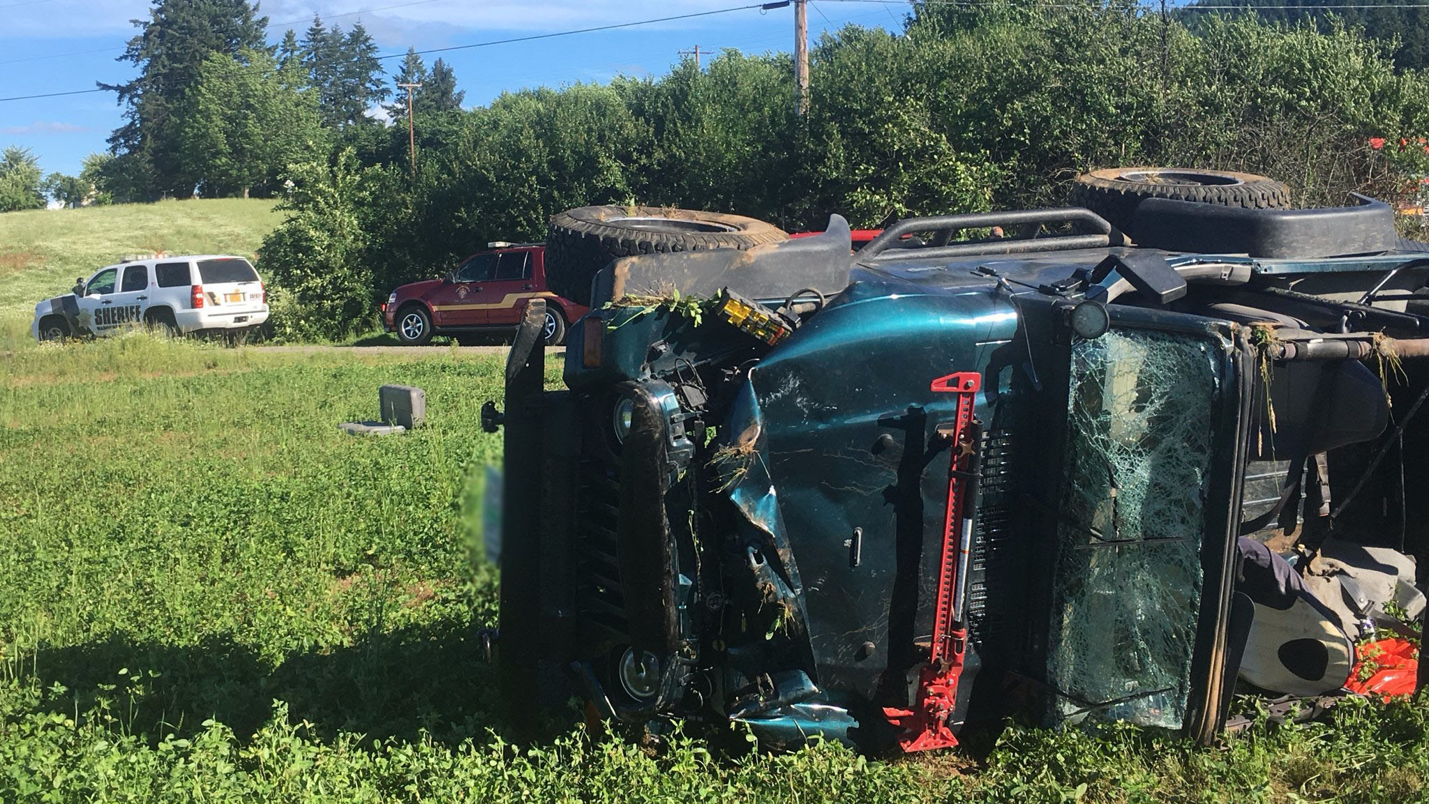 3 teenage girls ejected from Jeep in Forest Grove rollover crash